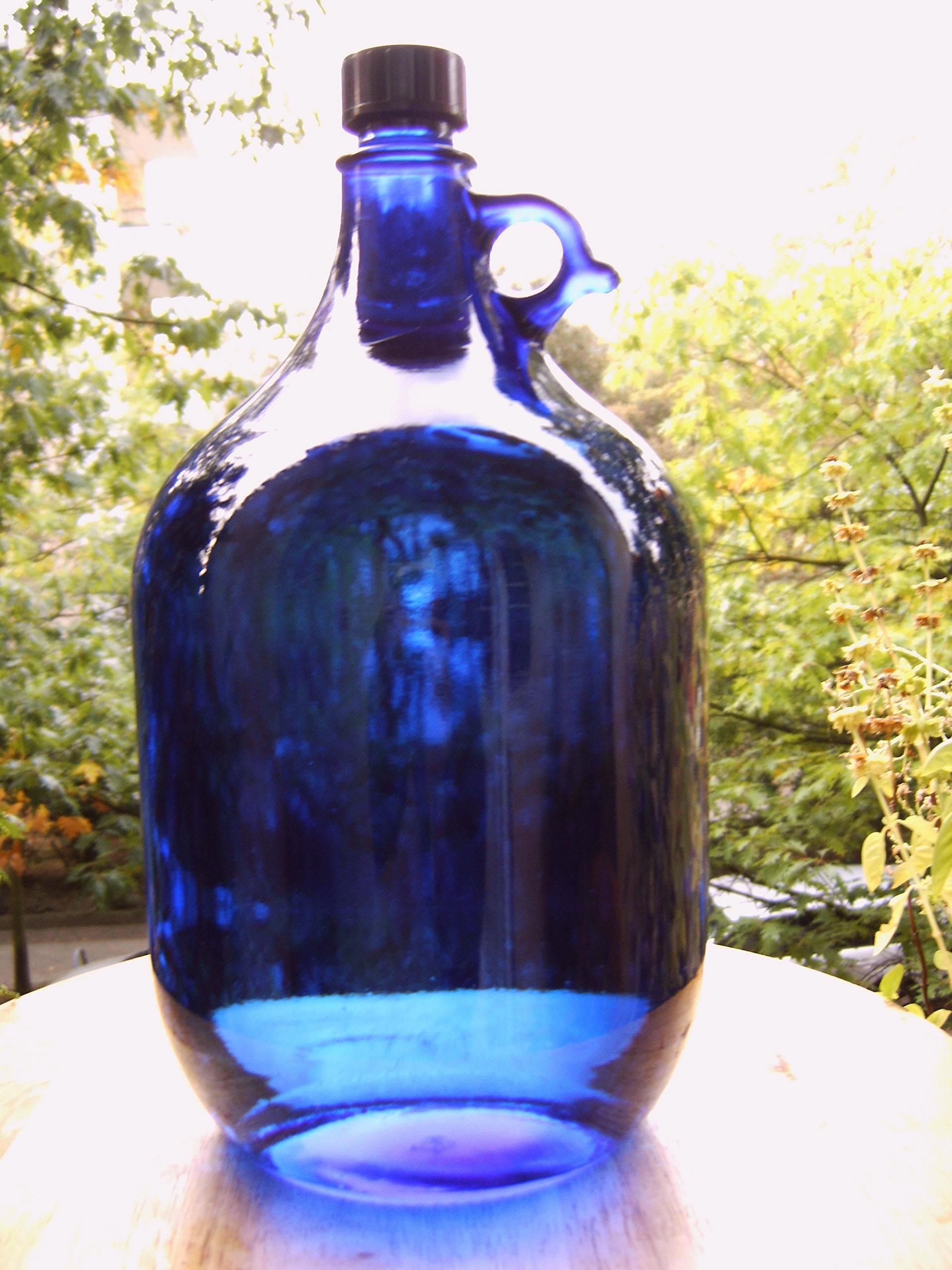 Conservar el agua en casa en botellas a base de vidrio de Murano