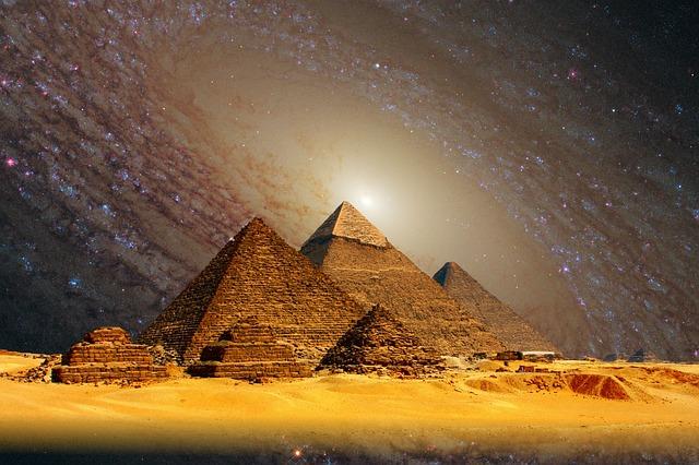 pirámides y galaxia